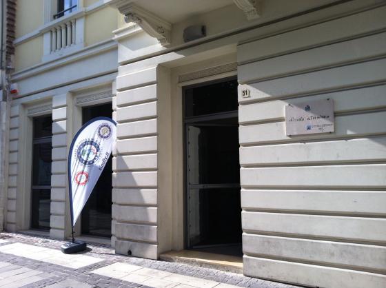 L'ingresso del Circolo Aternino in Piazza Garibaldi a Pescara